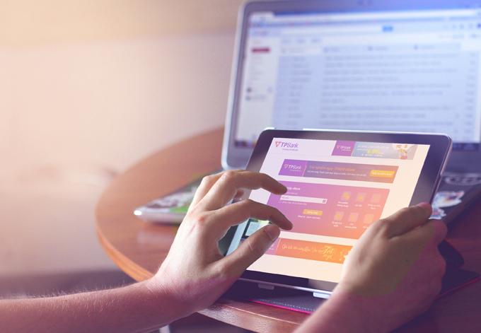 Với tài khoản ngân hàng, bạn có thể thực hiện nhiềugiao dịch ngay tại nhà.