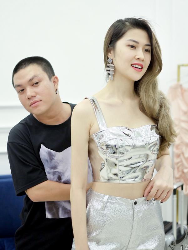 Nhà thiết kế Hà Nhật Tiến (trái) và siêu mẫu Thu Hằng có mối quan hệ thân thiết. Biết đàn em chuẩn bi5 ra mắt bộ sưu tập mới