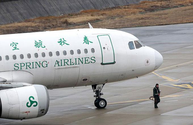 Máy bay của hãng hàng không Spring Airlines, Trung Quốc. Ảnh: Rex.