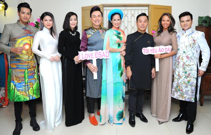 Cuộc thi Người mẫu - Đại sứ Áo dài Việt Nam 2019 được tổ chức trên quy mô toàn quốc, dự kiến 2 năm diễn ra một lần. Nhà thiết kế Việt Hùng (thứ ba từ phải qua) là trưởng ban tổ chức sân chơi này.