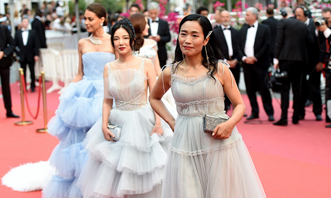 Some strange Chinese are present on the red carpet at the Cannes Film Festival.