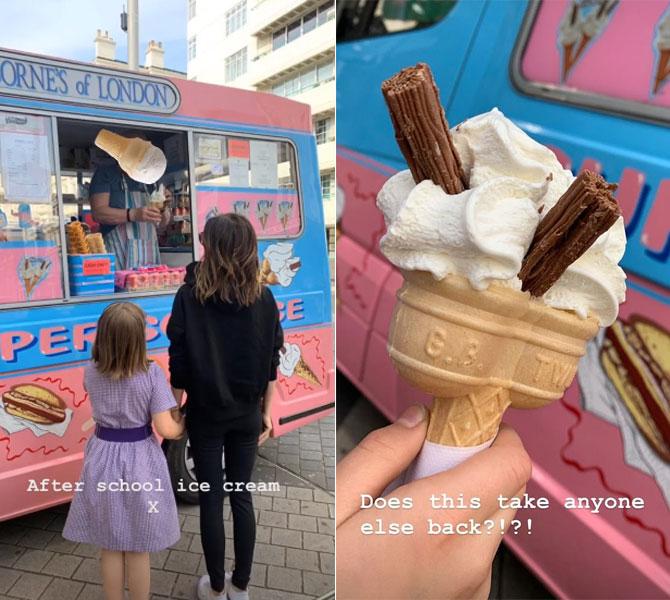 Mẹ con Vic thưởng thức chung cốc kem
