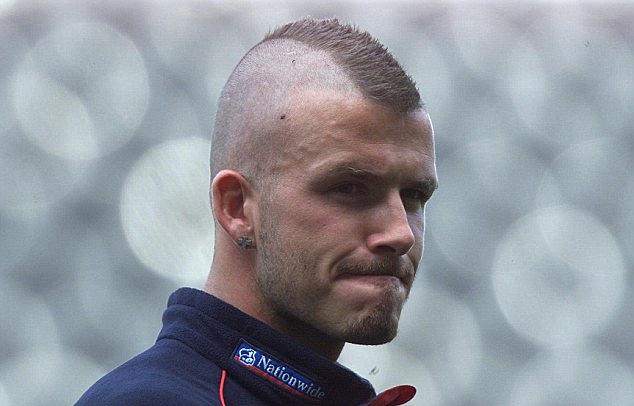 Kiểu tóc mohawkcủa Beckham. Ảnh: Hooper.