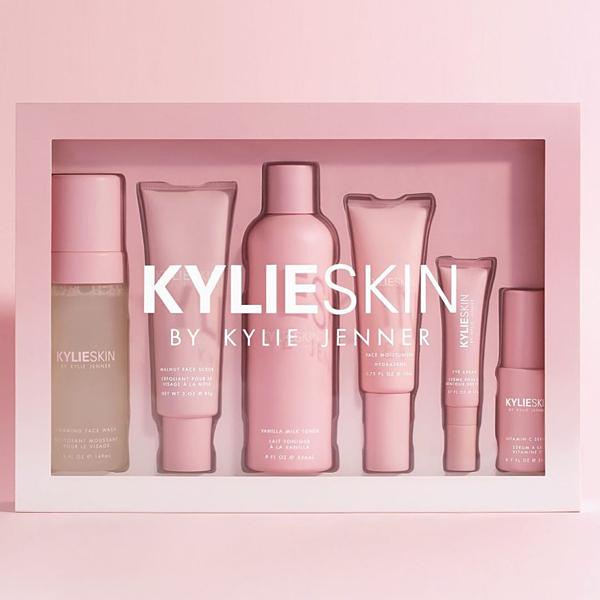 Bộ sản phẩm Kylie Skin gồm 7 món sẽ được bày bán chính thức vào ngày 22/5.