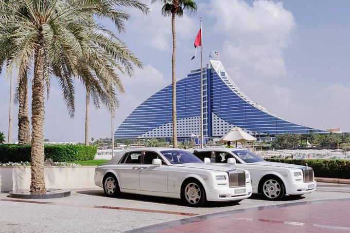 Những khách hàng đăng ký dịch vụ đưa đón tại sân bay củakhách sạn này sẽ được đưa đón bằng siêu xe Rolls Royce sang trọng đẳng cấp trị giá hàng chục tỷ đồng.