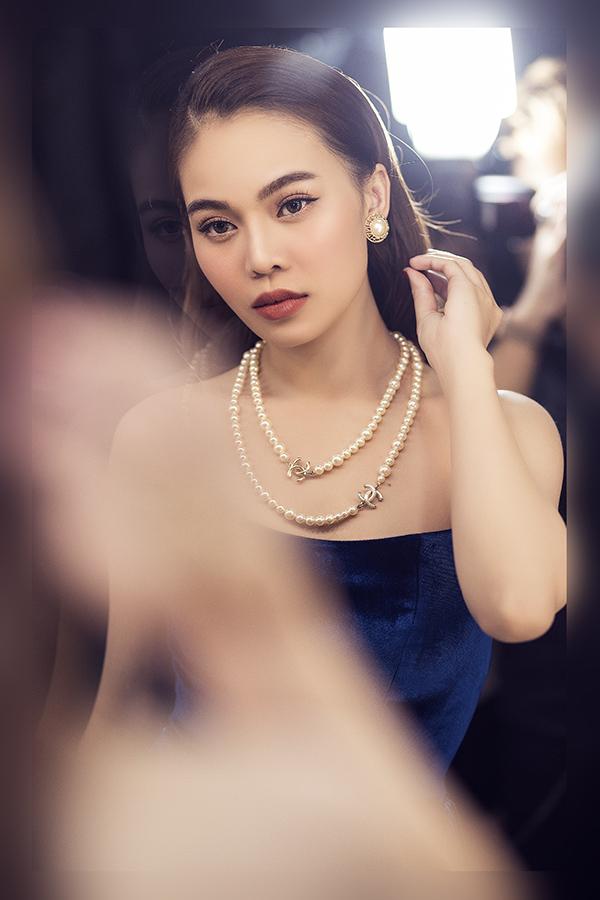 Mỗi lần xuất hiện, nữ ca sĩ đều đầu tư chỉn chu về trang phục, phụ kiện, trang điểm và làm tóc.