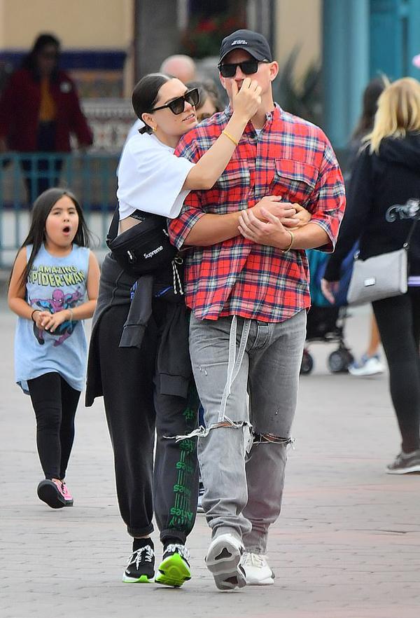 Channing Tatum hẹn hò Jessie J từ tháng 8 năm ngoái, chỉ 4 tháng sau khi anh thông báo ly thân với nữ diễn viên Jenna Dewan. Đến tháng 10/2018, Channing và Jenna mới chính thức đệ đơn ly dị, kết thúc cuộc hôn nhân kéo dài 9 năm.