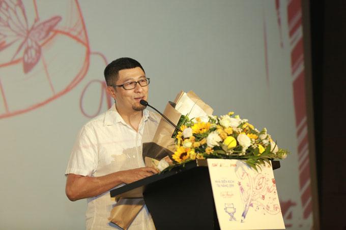 Đạo diễn Charlie Nguyễn chia sẻ anh biết các bạn trẻ có rất nhiều ý tưởng hay nhưng để ý tưởng ấy trở thành một bộ phim thì đòi hỏi nhiều yếu tố, điều đầu tiên là phải viết ra giấy.