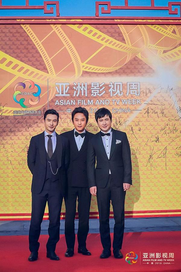 Bộ ba ông bố được yêu mến của showbiz xứ Trung Huỳnh Hiểu Minh, Đặng Siêu và Thẩm Đằng (từ trái qua) hội ngộ tại sự kiện.