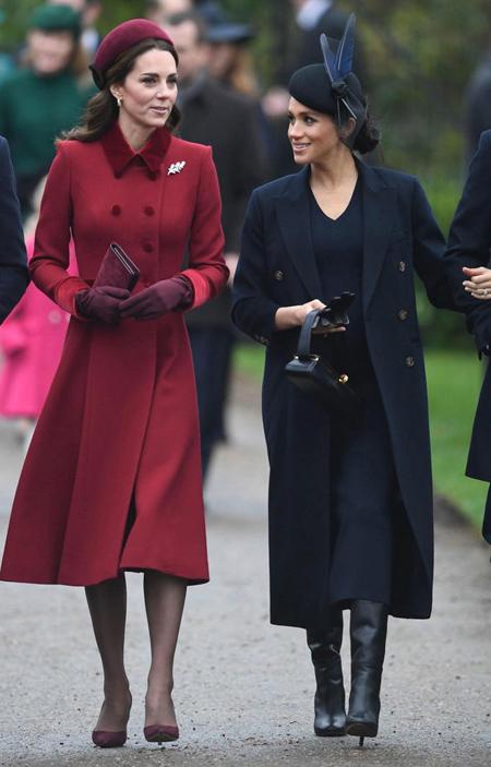 Meghan và Kate vui vẻ trò chuyện khi đi lễ thờ dịp Giáng sinh 2018. Ảnh: AP.