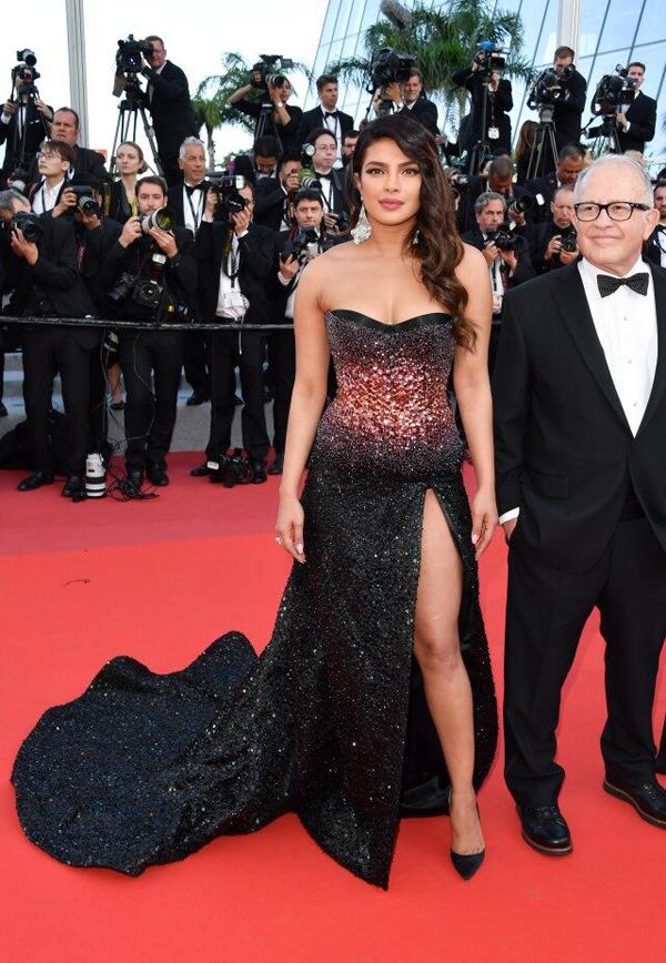 Hoa hậu Thế giới kiêu sa trên thảm đỏ Cannes - 5