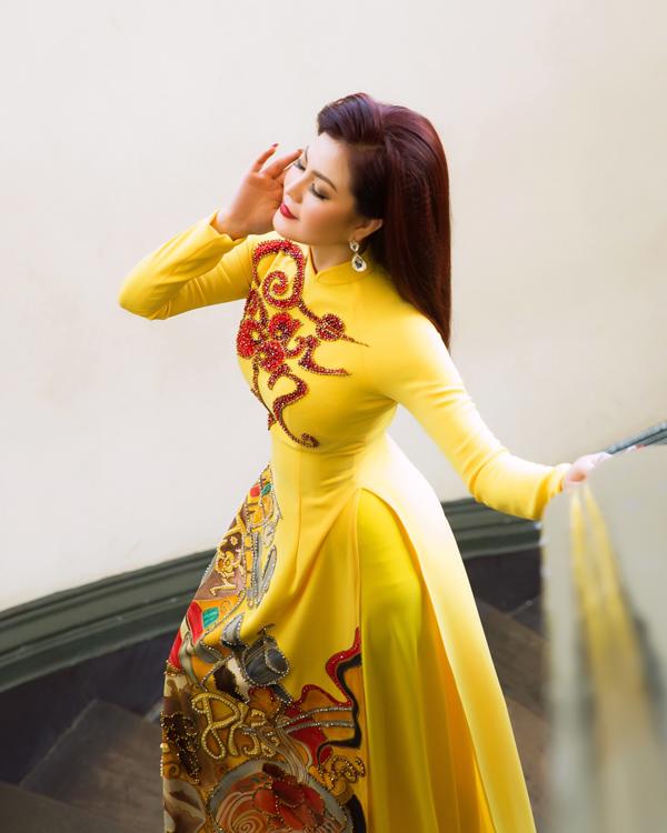 Nữ diễn viên đã chuyển hướng sang làm ca sĩ, biểu diễn chủ yếu ở hải ngoại.