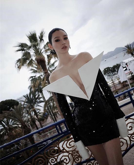 Cannes năm nay còn có sự hiện diện của người mẫu Hề Mộng Dao.