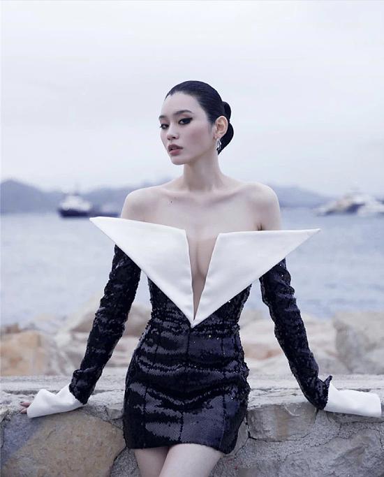 Siêu mẫu Hề Mộng Dao vừa gây chú ý với màn cầu hôn đình đám cùng con trai tỷ phú sòng bài Hong Kong.