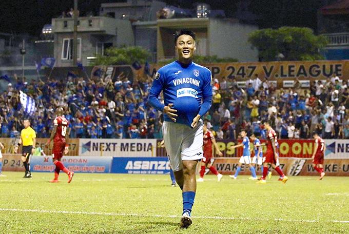 Mac Hong Kuan hit the ball in a fake shirt like a stomping ball when he scored the goal. Photo: FB.