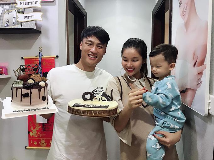 Mac Hong Kwan and his son Garlic. Photo: FB.