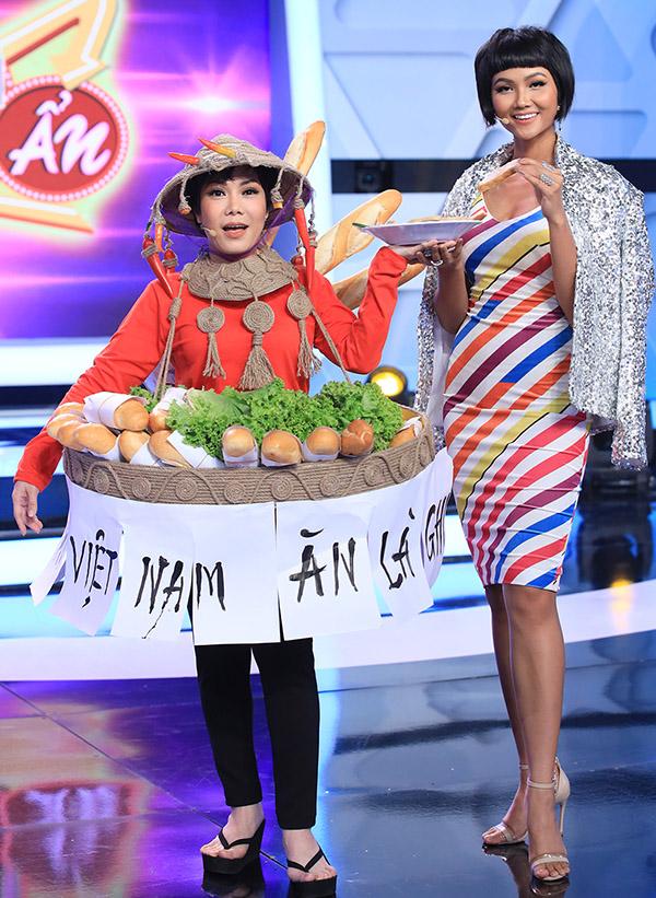 HHen Niê cao nổi trội khi đứng bên phiên bản lỗi Việt Hương.