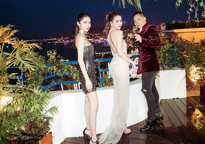 Ba nghệ sĩ Việt hào hứng thưởng thức buổi tiệc VIP và ngắm cảnh Cannes từ trên cao.