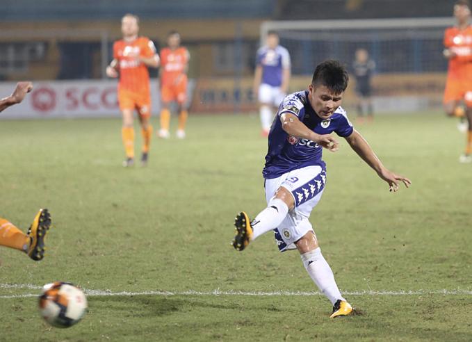 Quang Hải tỏa sáng giúp Hà Nội có 3 điểm. Ảnh: Đương Phạm.