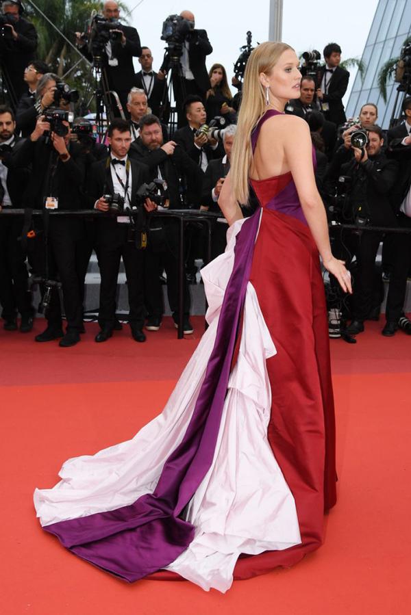 Toni Garrn là siêu mẫu 26 tuổi người Đức, nàng thơ của thương hiệuCalvin Klein và từng bốn lần trình diễn trong show của Victorias Secret.