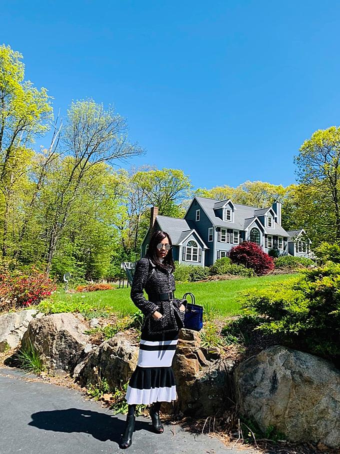Ca sĩ Lệ Quyên chia sẻ bức ảnh giữa thời tiết đẹp, khung cảnh như một bức tranh.