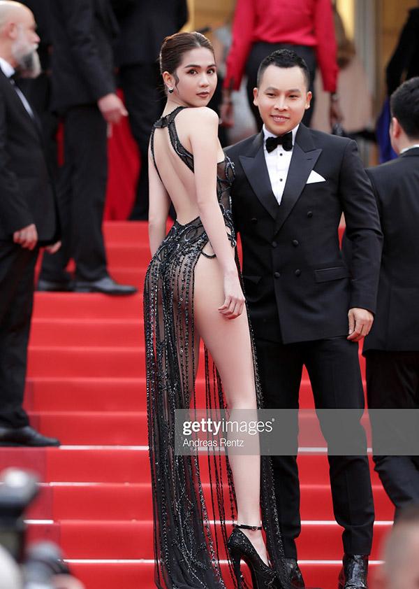 Người đẹp Việt thu hút sự chú ý của nhiều phóng viên và các nhiếp ảnh gia. Hình ảnh của cô và bầu Tiệp được đăng tải trên trang web nổi tiếng Getty Images.