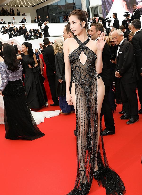 Ngọc Trinh mặc váy mỏng đi thảm đỏ LHP Cannes - 5