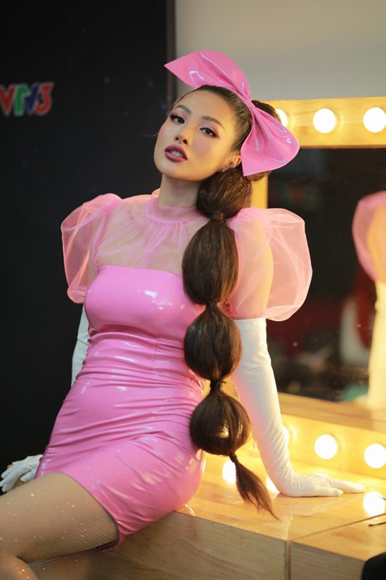 Yaya Trương Nhi tại hậu trường Trời sinh một cặp.