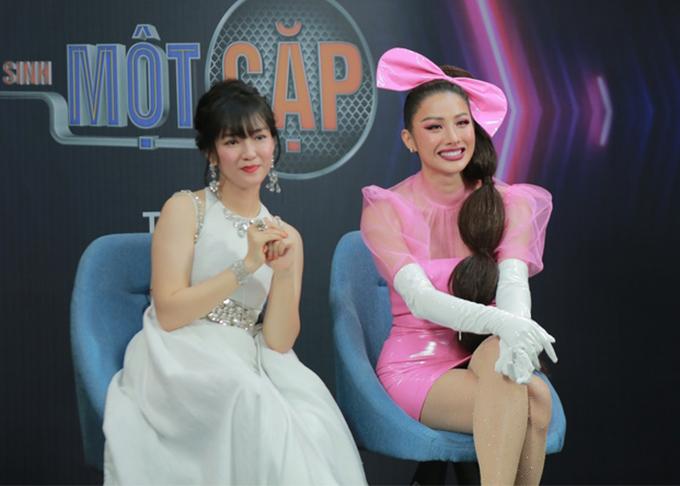 Yaya Trương Nhi và huấn luyện viên Đinh Hương tại cuộc thi.