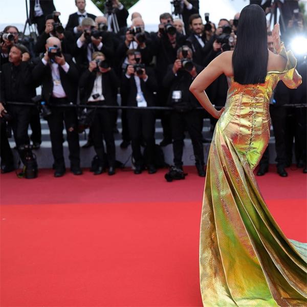 Mỹ nhân Bollywood luôn là ngôi sao tại mỗi mùa liên hoan phim Cannes từ năm 2002 đến nay. Cô luôn gây ấn tượng với những bộ đầm cầu kỳ lộng lẫy, nhan sắc mỹ miều.
