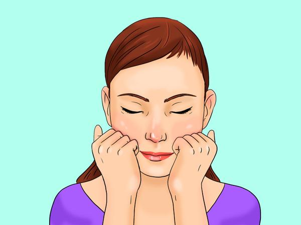 Hai bàn tay nắm hờ, bốn ngón tay đặt ở dưới gò má. Dùng lực vừa phải miết nhẹ các ngón tay từ phía trong gò má lên phía thái dương 10 lần.