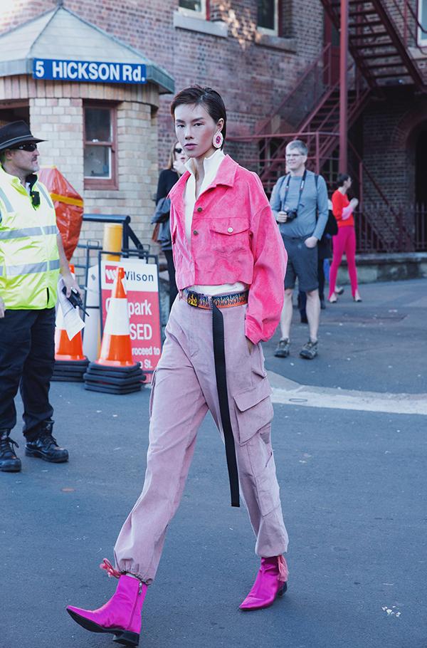 Sau khi trình diễn cho show Đỗ Mạnh Cường tổ chức tại Australia, người mẫu Hà Kino đã nán lại để tham dự Sydney Fashion Week để tìm hiểu về thị trường người mẫu cũng như các thương hiệu nội địa của Australia.