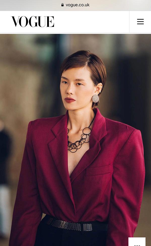 Phong cách cá tính, đậm chất street style được các tín đồ thời trang thế giới ưa chuộng được Hà Kino thể hiện một cách cuốn hút qua từng set đồ.