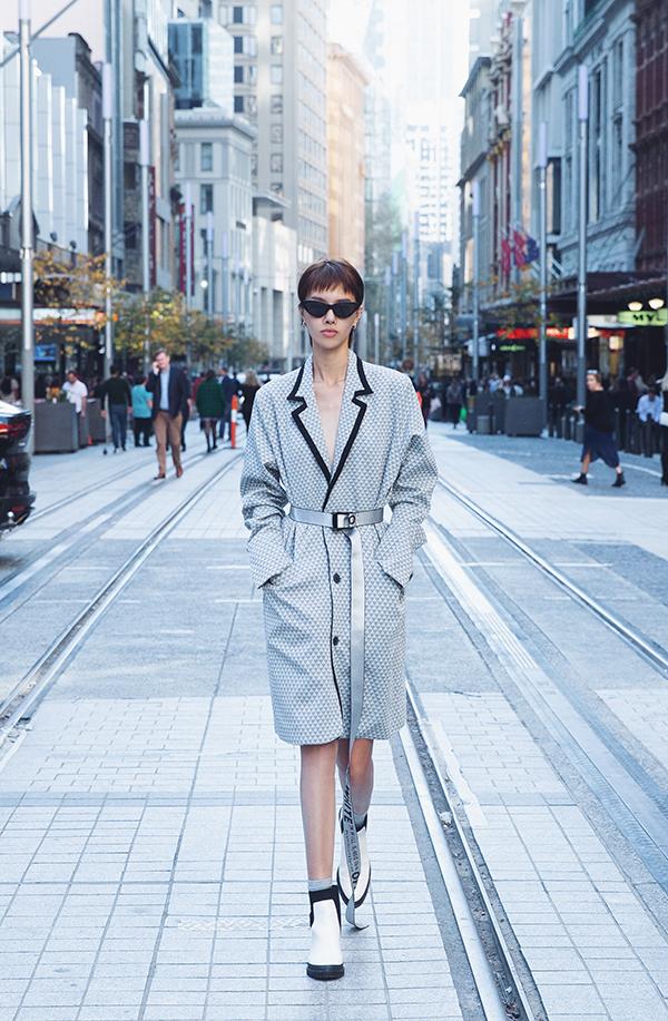 Ngoài việc tập trung cho chuyên môn nghề mẫu, cách xây dựng và định hình phong cách thời trang cá nhân cũng được Hà Kino chăm chút. Chính vì thế cô luôn thể hiện sự tự tin khi tự mix-match trang phục đường phố.