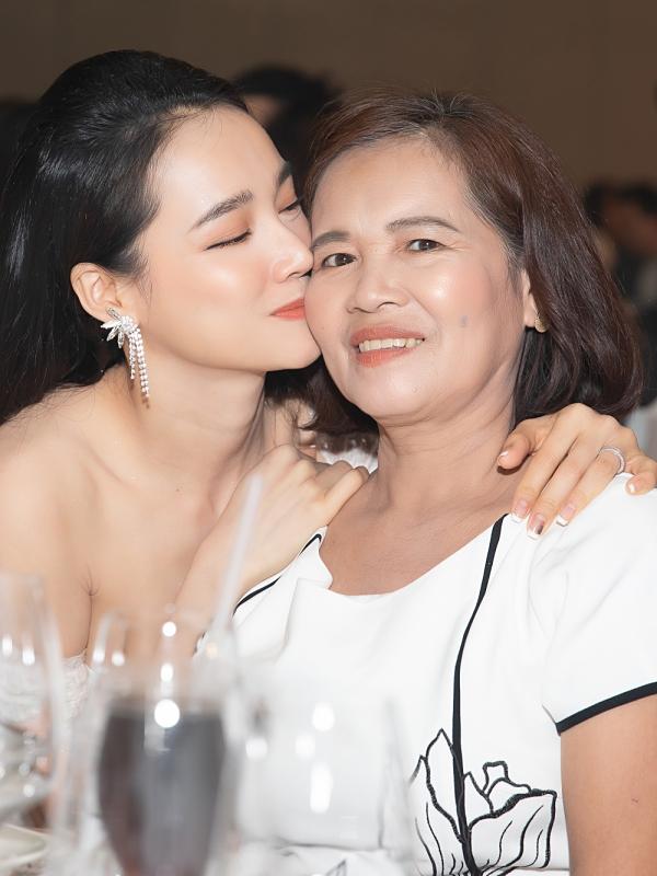 Nhã Phương hạnh phúc vì luôn có mẹ bên cạnh ủng hộ trong công việc lẫn cuộc sống.