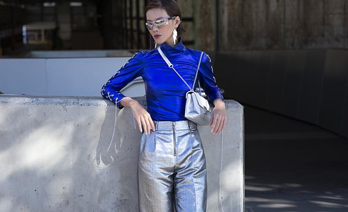 Khuôn mặt cá tính, đậm chất Á Đông cùng lối phối đồ bắt mắt của Hà Kino còn gây ấn tượng mạnh mẽ với photo của báo Vouge. Chính vì thế, hình ảnh của cô liên tục được xuất hiện tạp chí thời trang nổi tiếng hàng đầu thế giới.