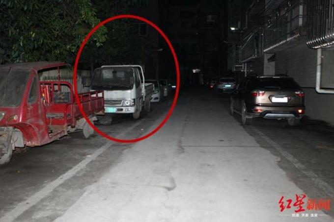 Bé trai được tìm thấy trong chiếc xe tải bỏ không hôm 17/5. Ảnh: SCMP.