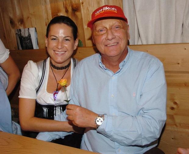 Huyền thoại Niki Lauda bên người vợ thứ hai kém 30 tuổi