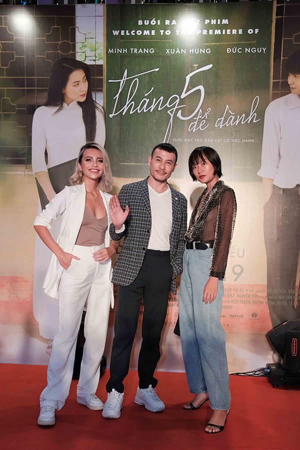 Các người mẫu bước ra từ The Face: Linh Chi, Trương Thanh Long, Hồ Thu Anh (từ trái qua) cùng nhau tới xem phim.