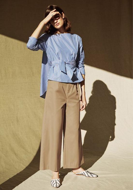 Ngoài các dáng váy mang lại sự nhẹ nhàng, nhiều thương hiệu còn cho ra đời nhiều mẫu áo thắt eo kiểu dáng trẻ trung.
