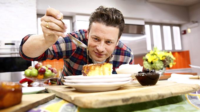 Đầu bếp ngôi sao Jamie Oliver đống cửa 22 nhà hàng, khiến 1.000 ngườimất việc. Ảnh:NBC.