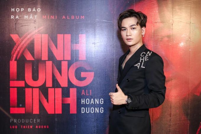 Chiều 21/5, ca sĩ Ali Hoàng Dương ra mắt MV Xinh lung linh.