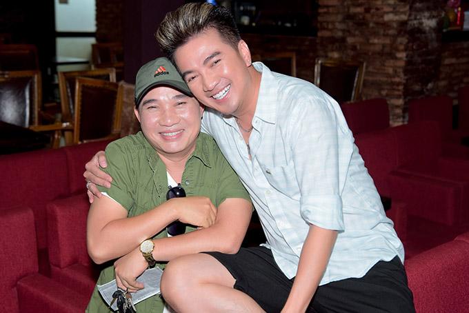 Đàm Vĩnh Hưng và Quang Linh khá thân thiết ngoài đời. Giọng ca gốc Huế từng góp mặt trong MV Một mình có sao đâu của Mr Đàm.