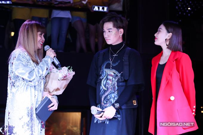 Tất cả đều do nhạc sĩ Lưu Thiên Hương sáng tác cho quán quân The Voice bởi sự đồng điệu của cả hai trong âm nhạc.