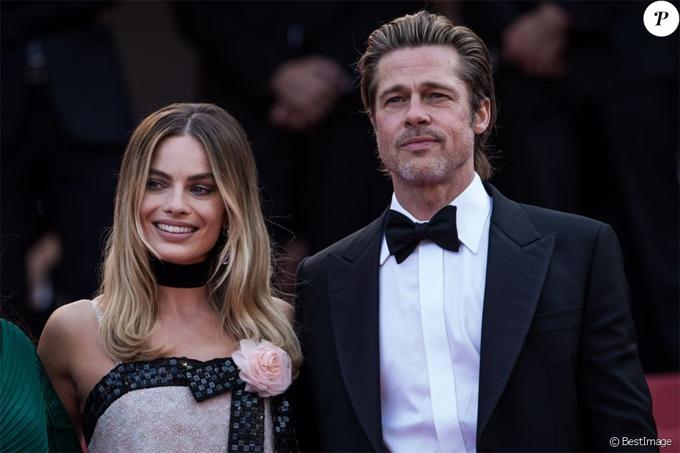 Brad Pitt sánh đôi bên bạn diễn Margot Robbie. Trước đây, Margot từng bị đồn hẹn hò với Brad nhưng tin đồn nhanh chóng được bác bỏ. Người đẹp Australia hiện đã kết hôn với nhà sản xuất phim Tom Ackerley.