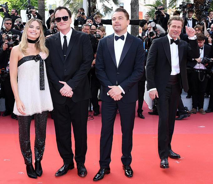 Brad Pitt xuất hiện trên thảm đỏ Cannes sau ly hôn - 9