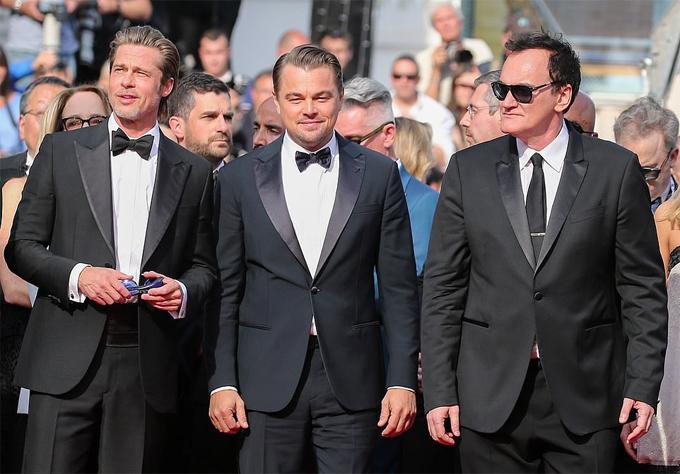 Hai ngôi sao và đạo diễn Quentin Tarantino. Sự hợp tác của đạo diễn tài năng và dàn diễn viên hạng A Hollywood được kỳ vọng tạo nên bộ kiệt tác điện ảnh mới. Sau buổi công chiếu đầu tiên ở Cannes, bộ phim Once Upon A Time đã nhận được cơn mưa lời khen của các nhà phê bình phim cùng những tràng vỗ tay kéo dài không dứt khi kết thúc phim.
