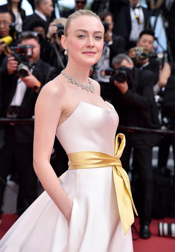 Nữ diễn viên Dakota Fanning - chị gái của nữ giám khảo liên hoan phim Cannes, Elle Fanning.