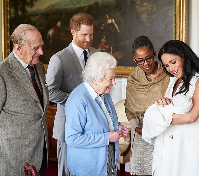 Doria xuất hiện cạnh con gái và cháu ngoại khi vợ chồng Nữ hoàng đến lâu đài Windsor thăm chắt hôm 8/5. Ảnh: Instagram.