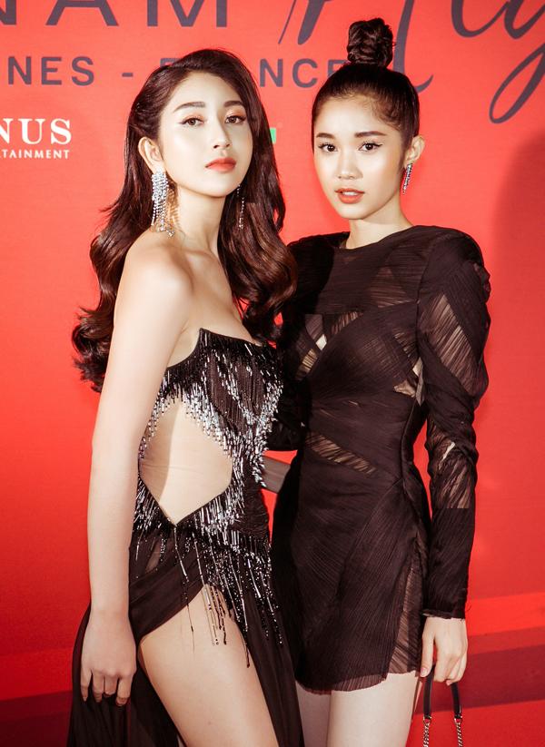 Á hậu Áo dài Ploy đọ sắc với diễn viên Quỳnh Hương trong đêm tiệc.